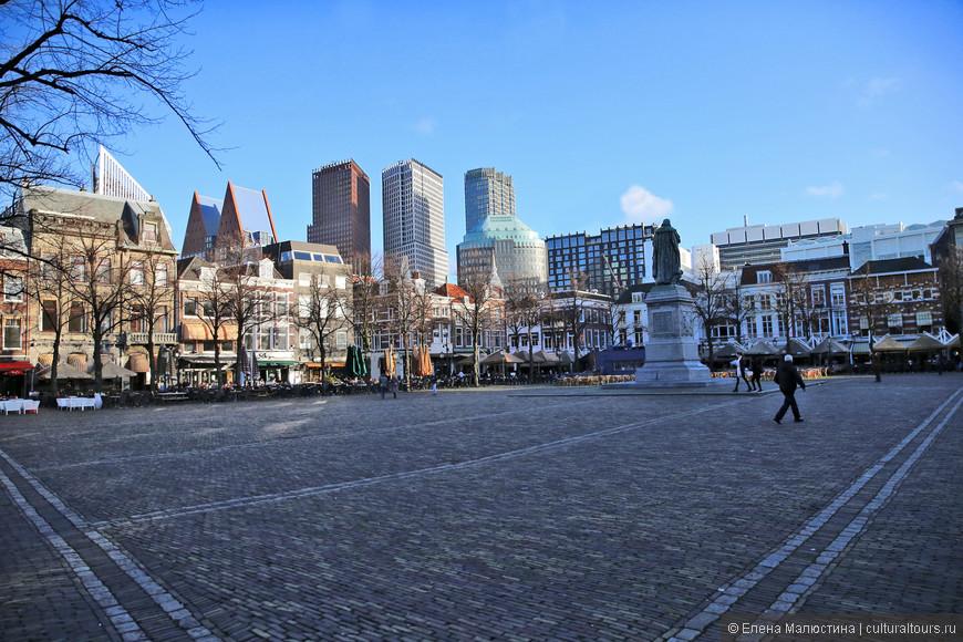 Площадь возле Здания суда и Министерства Обороны в Гааге