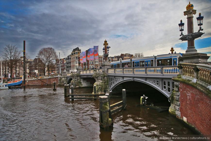 Знаменитый Голубой мост в Амстердаме