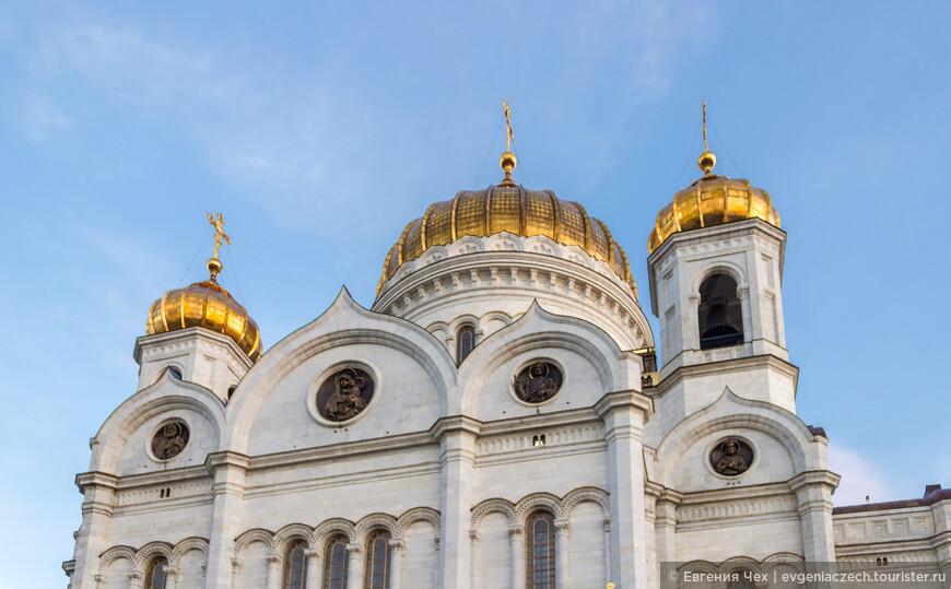 Высота храма с куполом и крестом составляет 103 м. Возведён в традициях русско-византийского стиля.