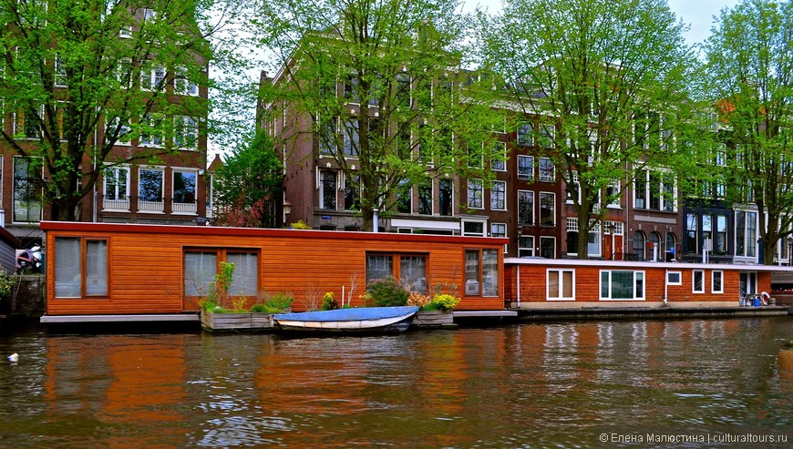 """Знаменитый """"плавучий дом"""" в Амстердаме"""