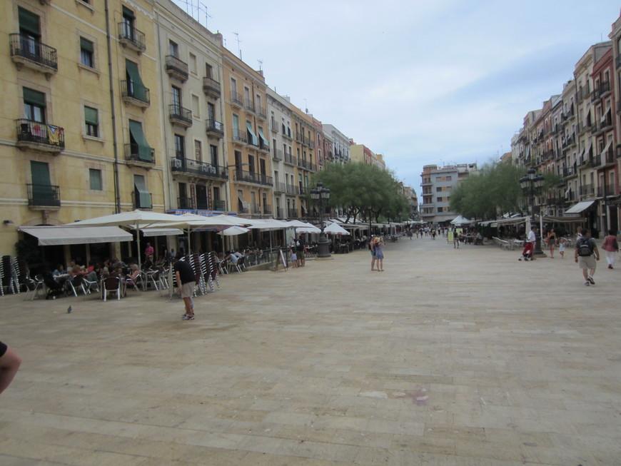 Современная Таррагона очень разнообразна. По ней интересно гулять и находить следы совершенно разных эпох от античности до ультра-современных построек модного курорта. В Таррагоне много тихих улочек, где можно приятно отдохнуть в кафе и небольших ресторанах.