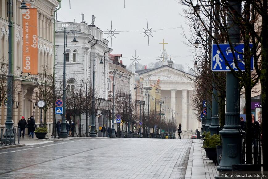 Проспект Гедимина-самая широкая часть города.Центральное место.