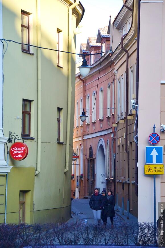 Итак,подводя итоги,замечу-будьте готовы,что яркие цвета домов это лишь малая часть города.В основном это повидавшие виды краска,граффити примитивные,но зато такой манящий всеми нами   любимый дух истории...