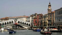 Обрушилась часть моста Риальто в Венеции