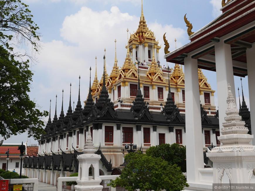 Храм Лоха Прасат.