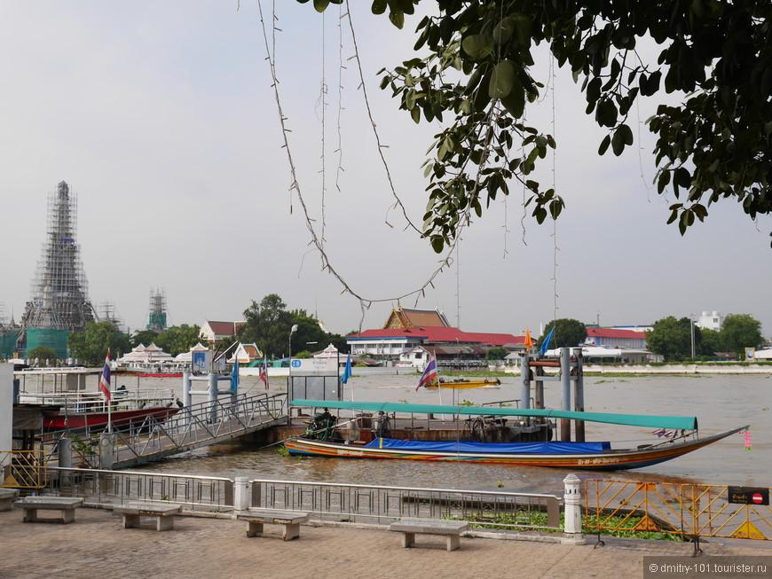 Причал на реке Чаопхрайе. Один из многих - по городу можно перемещаться на лодках. И по реке, и по каналам.