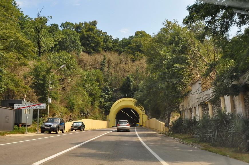 03. Обилие тоннелей уже не удивляет, каждую «неугодную» гору «продырявили».