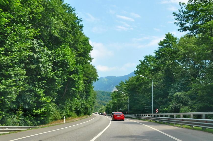 27. Вот такая небольшая экскурсия по отличной трассе до горного курорта. Ездить на своей (или арендованной) машине в Сочи – довольно приятное занятие. Удачных поездок!