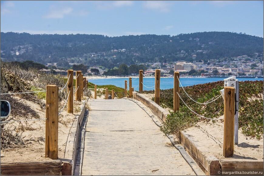 по дюнам побережья проложены деревянные настилы, что значительно облегчает ходьбу по песку!
