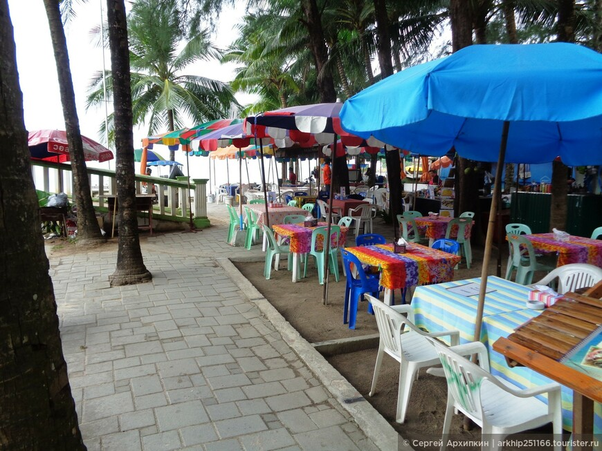 На пляже Камала как обычно на всех пляжах Пхукета есть вся нужная инфраструктура