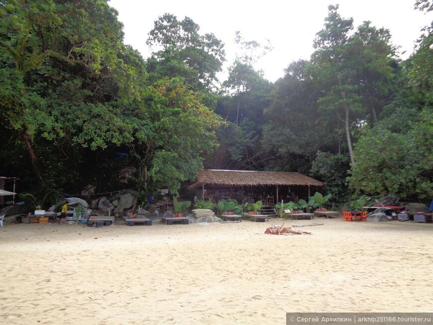 На пляже лаем Синг есть несколько кафе
