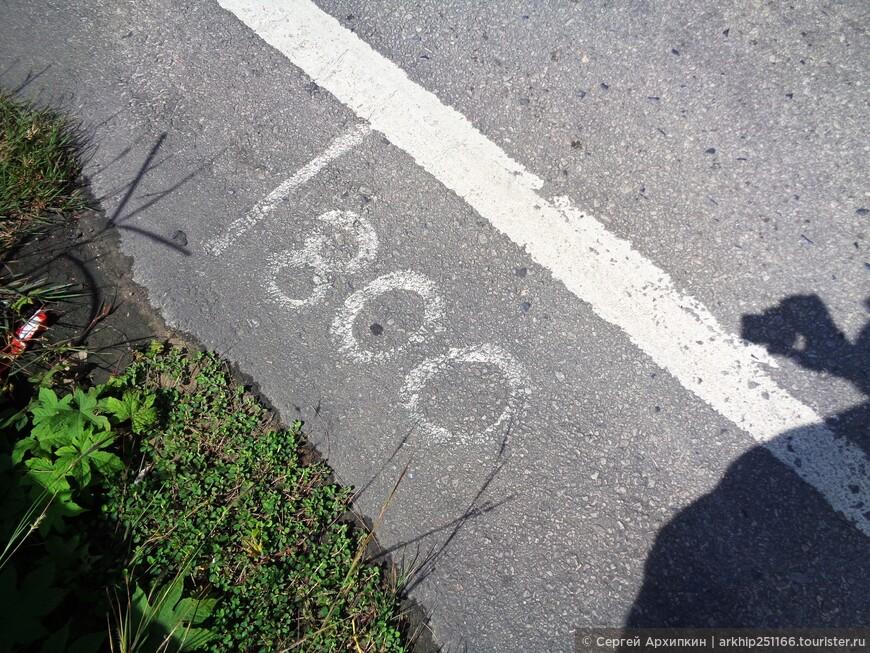 Вот такие отметки в метрах проложены на дороге-так что можно видеть, что до Сурина осталось 800 метров