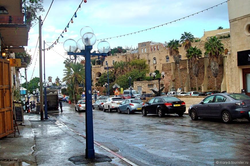 Если северный Тель-Авив похож на любой западный новострой где-нибудь в Испании, или даже в США, то Яффо - определенно город с восточной архитектурой и восточным культурным прошлым.