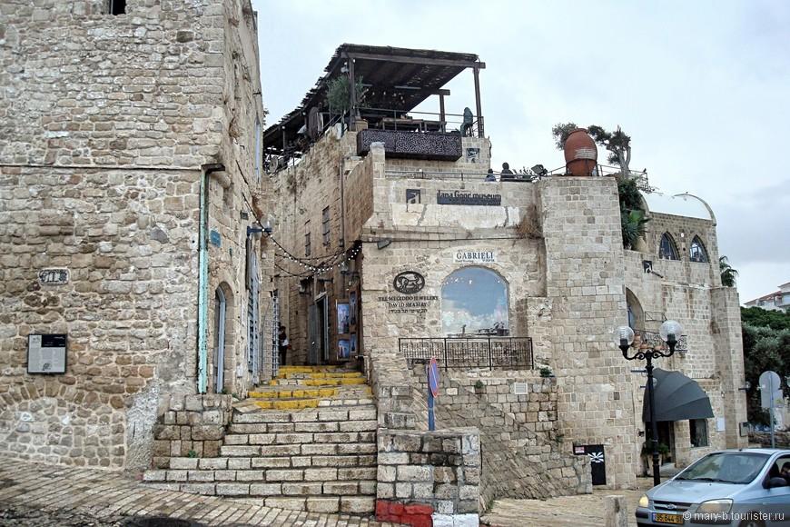 Считается, что здесь Персей освободил Андромеду, отсюда отправился в путь пророк Иона, здесь было явлено видение апостолу Петру