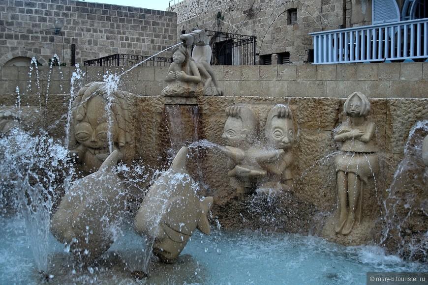 А этот фонтан, изображающий знаки зодиака, появился в Яффо в 2011 году на месте старого колодца. И, конечно же, он волшебный.