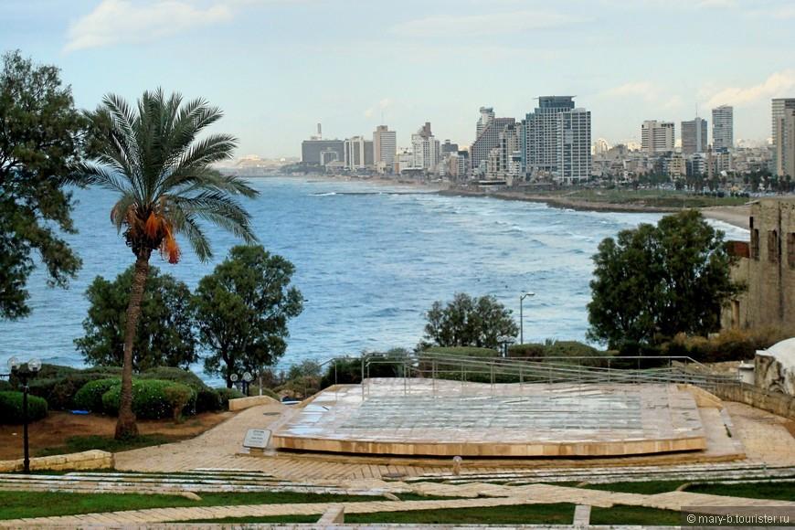 Из парка в высокой части Яффо открывается красивый вид на современный Тель-Авив