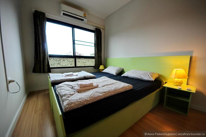 В спальне есть и AC и вентилятор.