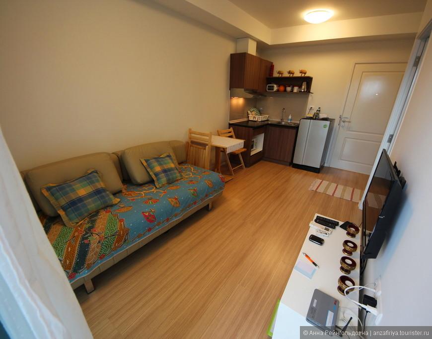 Чистенькая квартира с кухней-гостиной и спальней за 950 руб в сутки.
