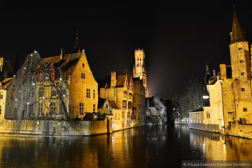 Вид на канал с Rozenhoedkaai (Набережная Роз).  Брю́гге (нидерл. Brugge)— город в Бельгии, центр провинции Западная Фландрия.Город лежит в 17 км от морского берега, в плодоносной равнине, на линии государственной железной дороги Гент — Остенде. В городе соединяются три канала — Гентский, Слёйсский и Остендский; каналы эти настолько глубоки, что по ним могут ходить большие морские суда. Иногда Брюгге именуют «Северной Венецией». В древности здесь у моста люди собирались на ярмарки, название местности «Мост» стало нарицательным и перешло к образовавшемуся городу (нидерл. Brugge по традиции возводят к нем. Brücke мост). В современном городе 54 моста, из них 12 деревянных и разводных для пропуска судов.
