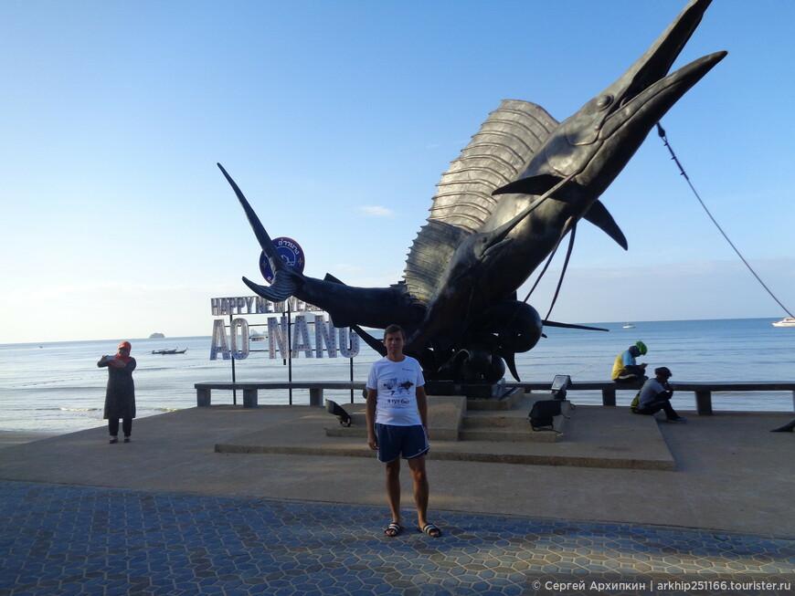 На набережной установили вот такой памятник, которого пять лет назад не было