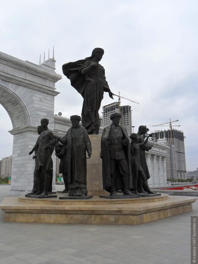 Монумент «Казак Ели» (вид с обратной стороны)