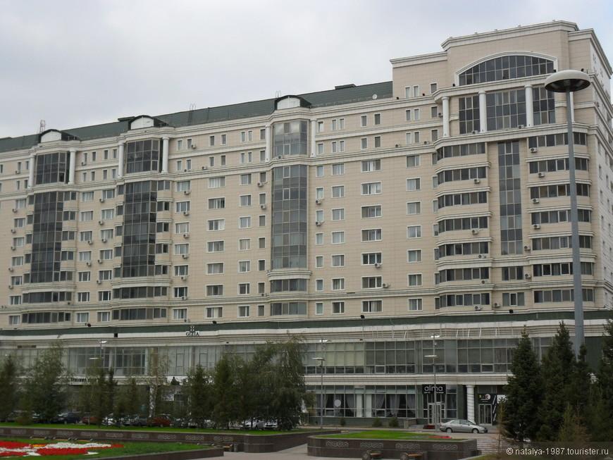 Это бульвар Нур-Жол и очередной жилой комплекс.