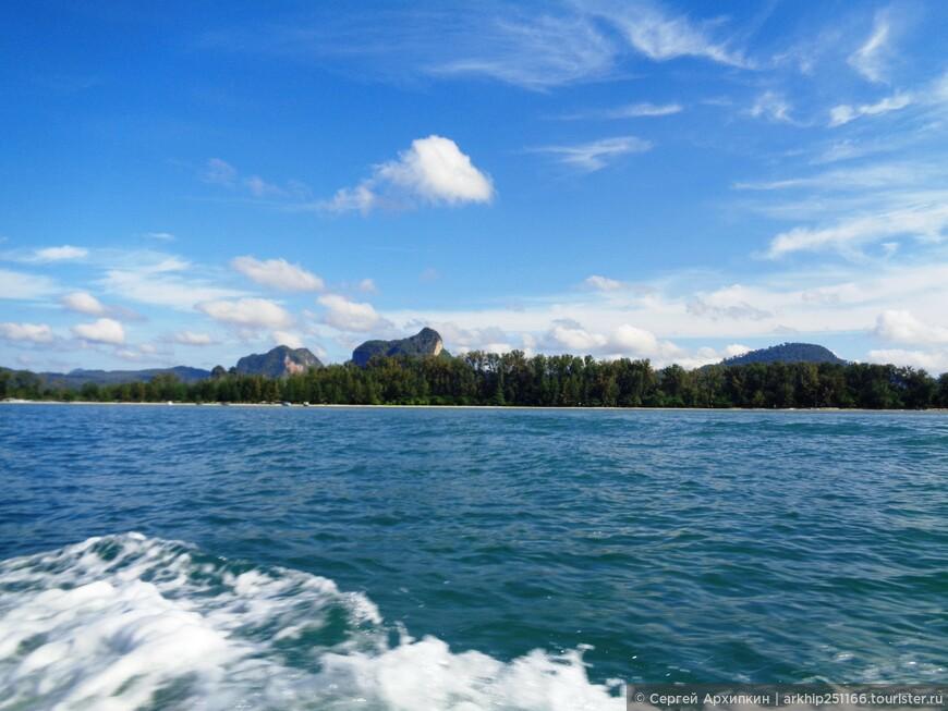 Пять лет назад я уже был на похожий экскурсии, она называлась 5 островов и острова были другие. Советую выбирать длинную деревянную лодку и не скоростной кратер.Лодка хотя и медленнее, но это не тот случай когда надо спешить, к тому же так вы сможите насладиться красотой ландшафтов и моря.