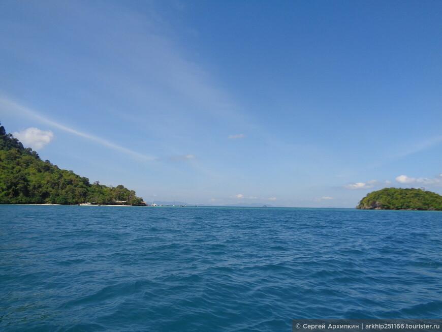 Остров Чикен заповедная зона, поэтому мы только вплотную подошли к нему и нам дали час понырять с масками.