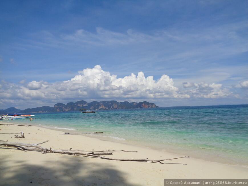 И прекрасные виды открываются на залив через который видно побережье Ао Нанга