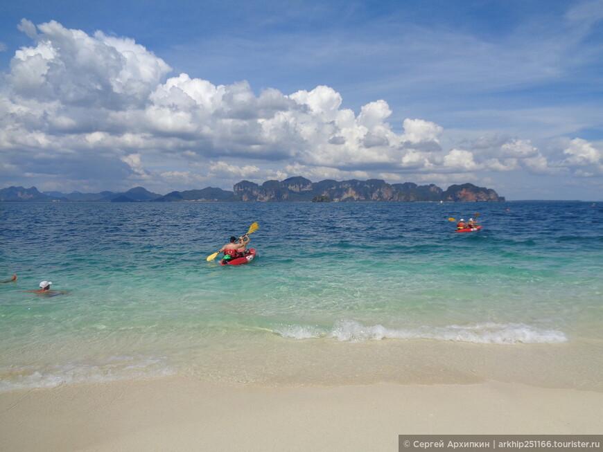 А кто-то приплыл на кайяках - а плыть до побережья Ао Нанга около 5 километров - смело!
