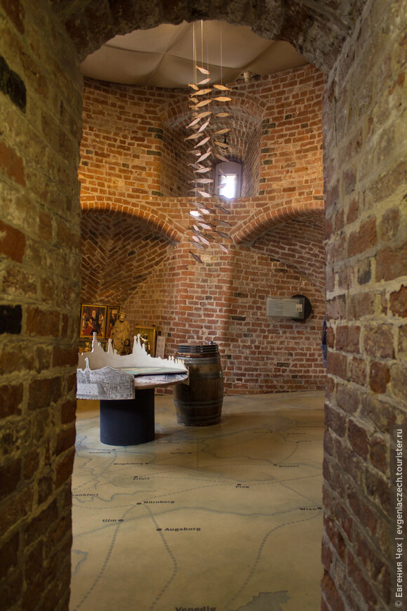 Внутри башен 5 этажей. Сегодня здесь музей, рассказывающий о славном прошлом северного Рима.