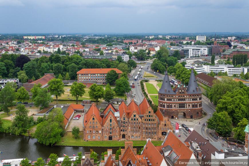 Это вид со стороны старого города.