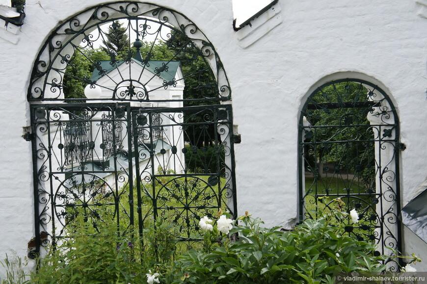 В 1922 году Крестовоздвиженская церковь была передана Ивановской епархии и стала составляющей Николо-Шартомского мужского монастыря.