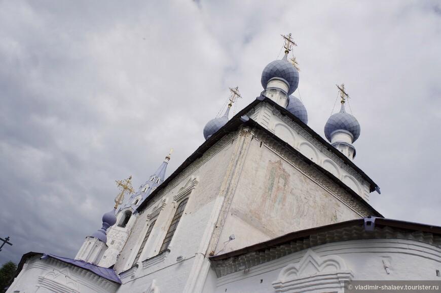 Крестовоздвиженская церковь была построена в городе Палех в период между 1762 и 1764 годами