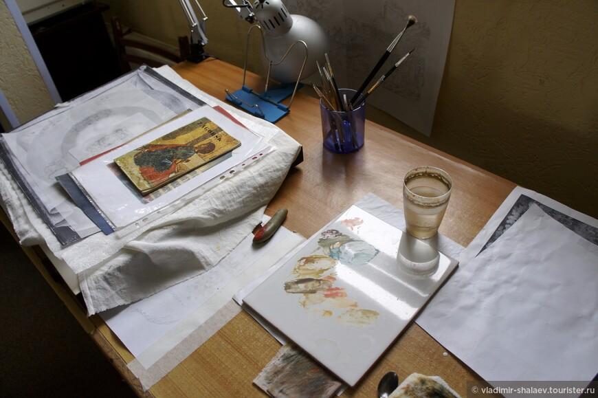 Палехское искусство жило и продолжает жить благодаря профессиональной подготовке мастеров, которая ведется с 1930-х годов в Палехском художественном училище. Здесь обучают технике и композиции миниатюры, стенной росписи, готовят мастеров-реставраторов, в 1991 года введен курс иконописания.