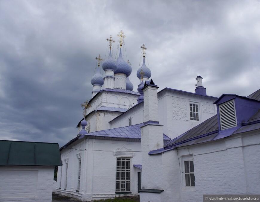Она была построена согласно проекту, разработанному архитектором Е. Дубовым. Храм выстроен в формах старинного древнерусского зодчества 17 столетия.