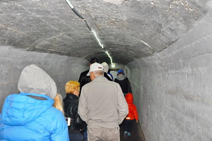 05. Главное правило, которым все равно многие пренебрегают, тепло одеваться! Даже когда на улице +25. Как только начинаешь проходить по этому тоннелю ощущаешь резкое похолодание.