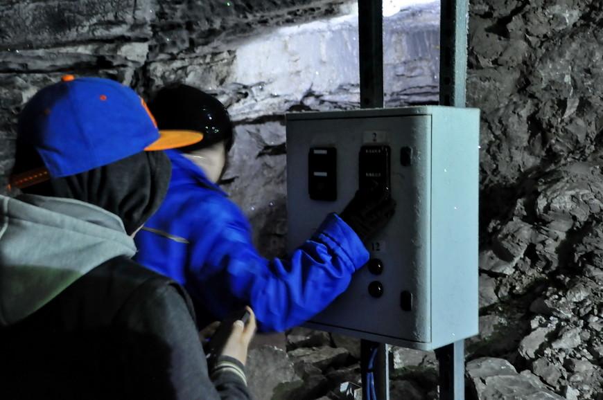 14. Заходя в новый грот экскурсовод отключает свет в предыдущем, так что задерживаться не рекомендую.
