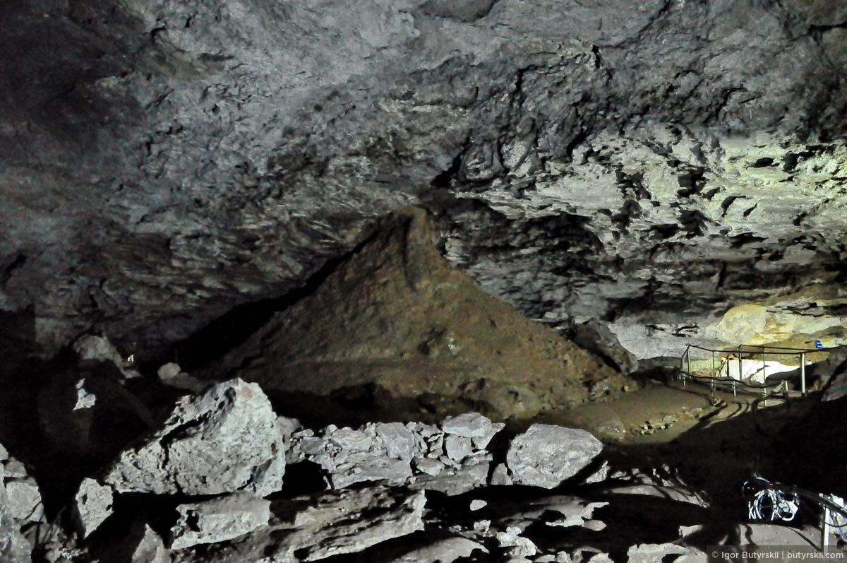 28. Общий план воронки. Высота доходит до 22 метров., Кунгур — Ледяные пещеры