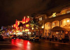 В ночи Майами сияет и переливается!