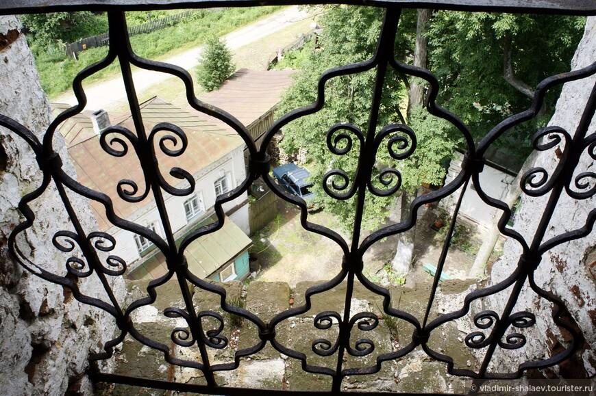 Ажурная ограда колокольни.
