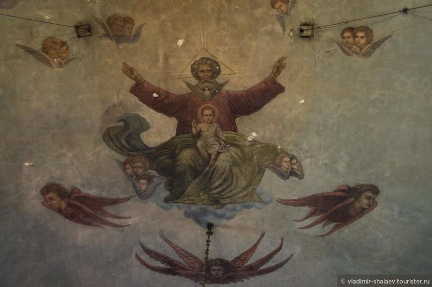 Неплохо сохранилась роспись в Введенском храме.