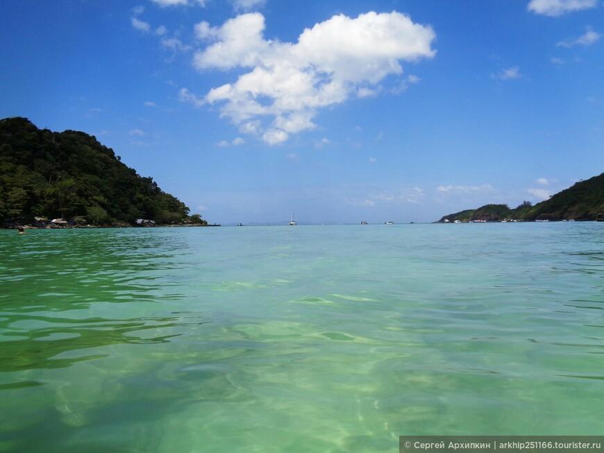 Примерно в 12 часов дня я дошел через тропический лес на северный пляж расположенный у Западного побережья, который называется - Loh Lana