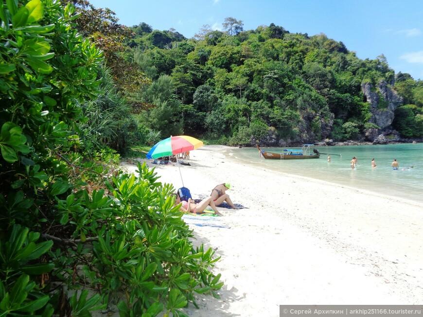 Около часа я провел на пляже Loh Lana - передохнул с дороги, покупался и позагарал