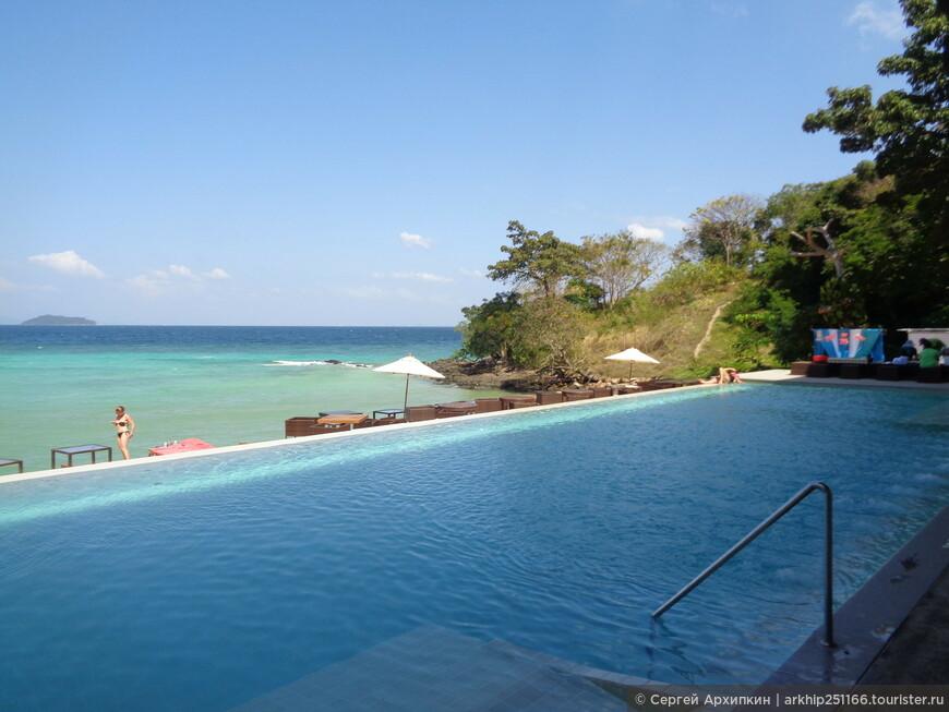 У этого отеля нет своего нормального пляжа (наверное они ходят в соседний отель) но зато у отеля Villa 360 - вот такой бассейн с видом на море