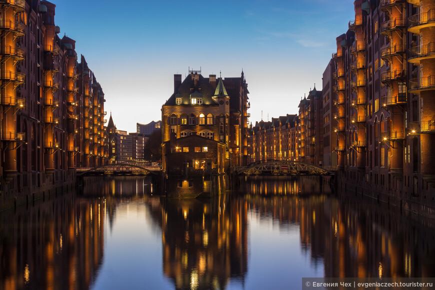 А это вид на самое романтическое место Speicherstadt - водный дворец