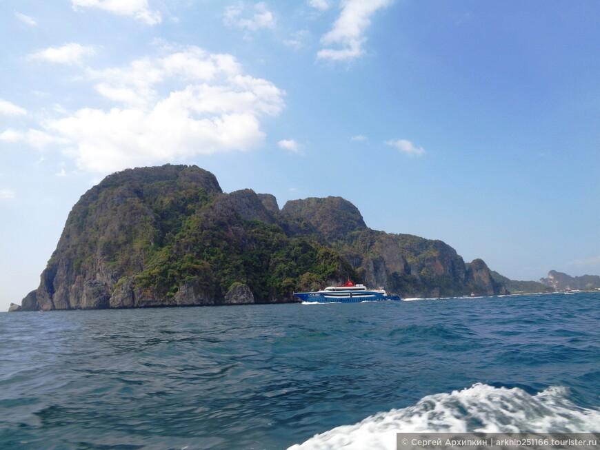 Пзади остался остров Пхи-Пхи Дон