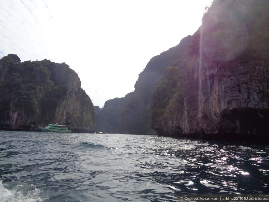 После пещер начинается вход в лагуну , которая называется Pileh Lagoon