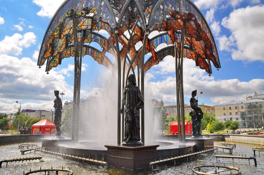 13. К ВДНХ отсылает также и фонтан, хотя здесь он довольно интересно работает – он «танцующий».
