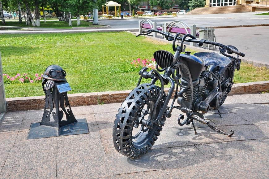 21. Памятник мотоциклистам от местного байкерского клуба.